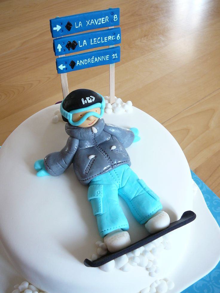 Leclerc snowboarder - This cake was for Andreanne (11) and Xavier (8). Their last name is Leclerc, that is why a one of the alpine ski run is named Leclerc. I put their first name letters and their age on the back of the cake. I really like the design of this cake.