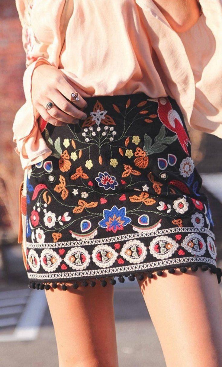 embroidered details mini skirt