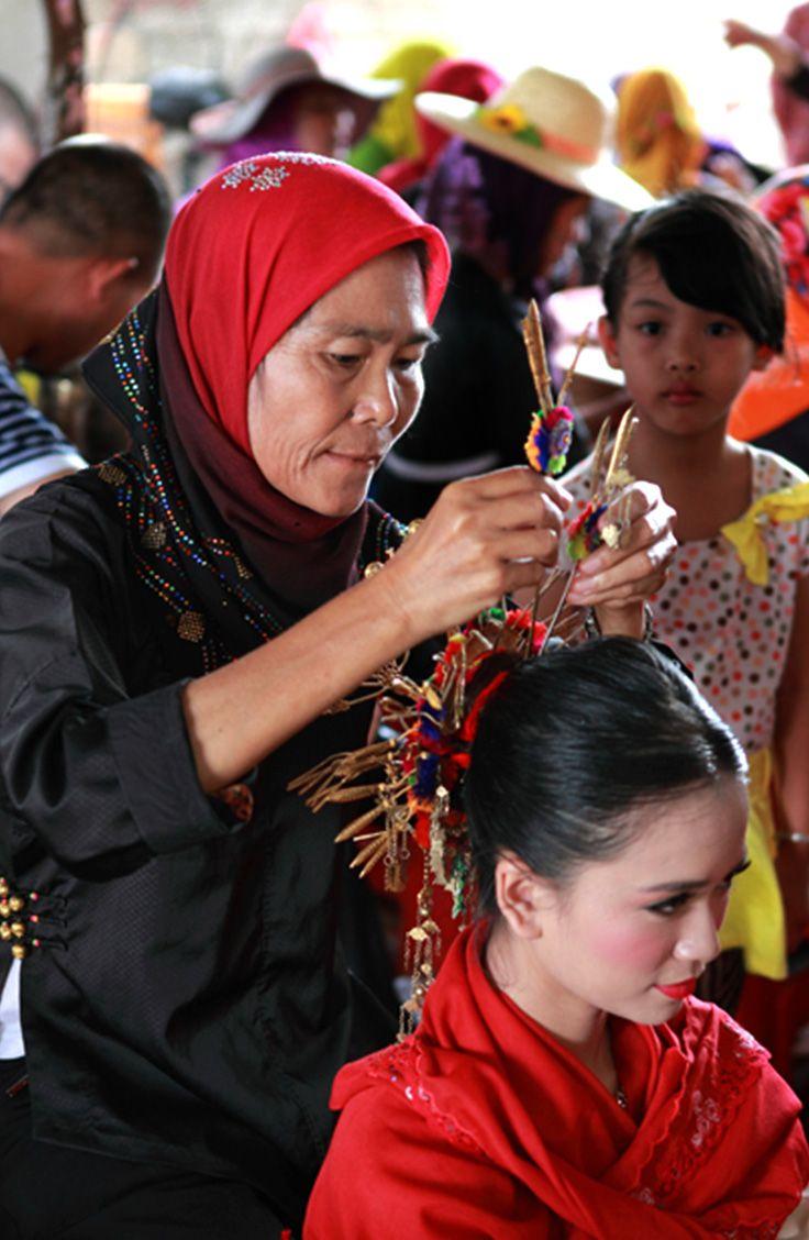 You can try a Li-Miao traditional wedding ceremony here! #sanya #wherefreshingbelongs #refreshinglycultural #SanyaRepin #SanyaHeartstoHearts