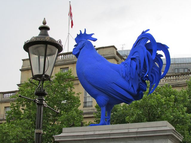 Modern Sculpture - This great sculpture of the cockerel is a great addition to Trafalgar Square and it brings a modern and contemporary twist to one of the most visited places in London. We also love the old style street lamp which presents contrast with the new sculpture. This photo shows the new and old features of London.