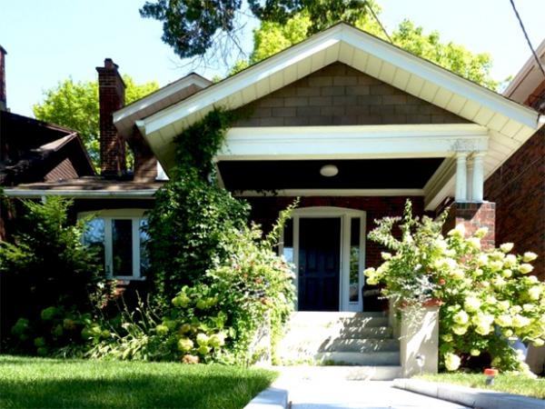 A small number of bungalows can be found in Toronto's Bloor West Village. Most of them have two or even three bedrooms and nice gardens.