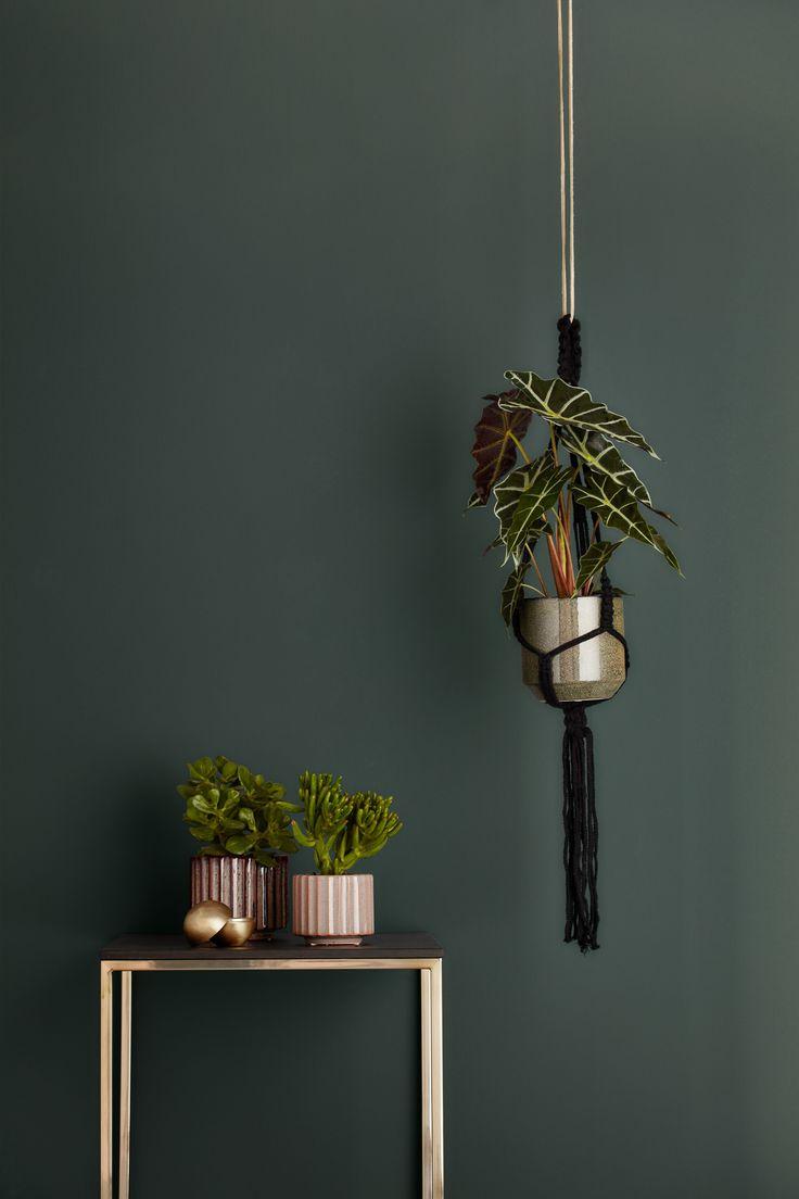 Macrame Hängeblumentopf mit Lugo Tisch  #boconcept #accessories #scandinavian #scandinaviandesign #interiordesign #interiors #design #homedecor
