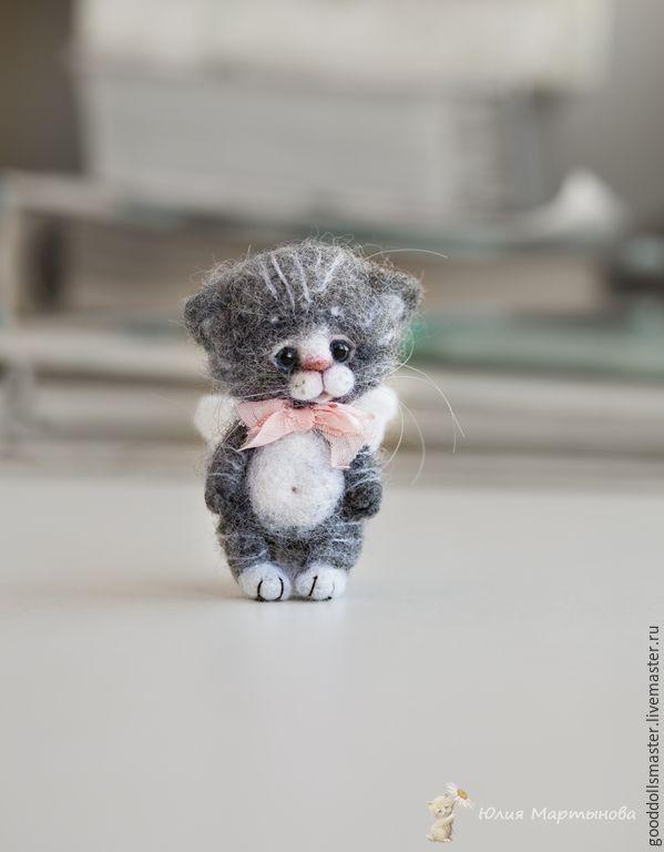 Купить Усатый и полосатый ангелок.. - серый, котенок, котенок из шерсти, ангелок, ангел, добрый, трогательный