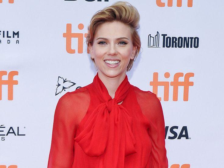 """Die Superhelden tun sich für einen guten Zweck zusammen: Scarlett Johansson sammelt mit ihren """"Avengers""""-Kollegen bei einem Leseabend Spenden für Puerto Rico. Marvels """"Avengers"""" versammeln sich für den guten Zweck. Wie """"Entertainment Tonight"""" berichtet, hat..."""