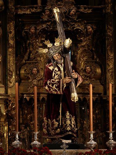 El Gran Poder de Sevilla, Rey y Señor de la Madruga. Por obras y temporalmente reside en el convento de Santa Rosalia muy cerca de la Plaza de las Gavidias.