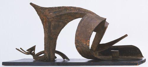 Julio González. Figura reclinada. 1934. 18 x37 x16 cm. Ferro batido e soldado.