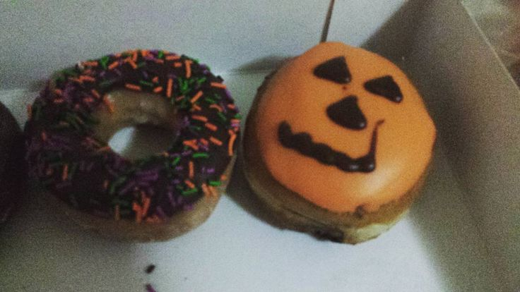 There are so many things to love about this time of year and these are definitely 2 of them. HALLOWEEN DONUTS. MY LIFE IS COMPLETE.