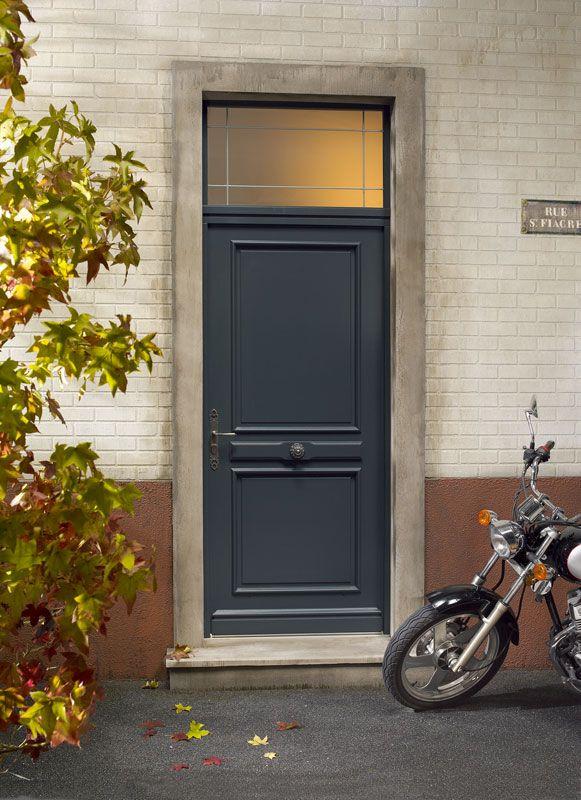 Porte d'entrée en bois exotique clair Zilten, modèle Chalons avec imposte vitrée. http://www.m-habitat.fr/portes/prix-et-devis-porte/prix-d-une-porte-d-entree-1629_A