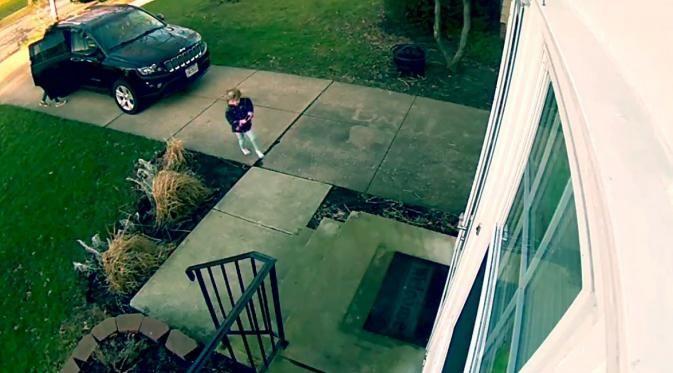 Buka Pintu, Gadis Cilik Ini Terbawa Angin! Tapi Kok Lucu Ya? - http://wp.me/p70qx9-8aI