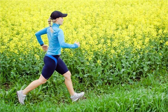 Oksijenin bol olduğu yerlerde yürüyerek, vücudunuzun toksin atımına yardımcı olun.