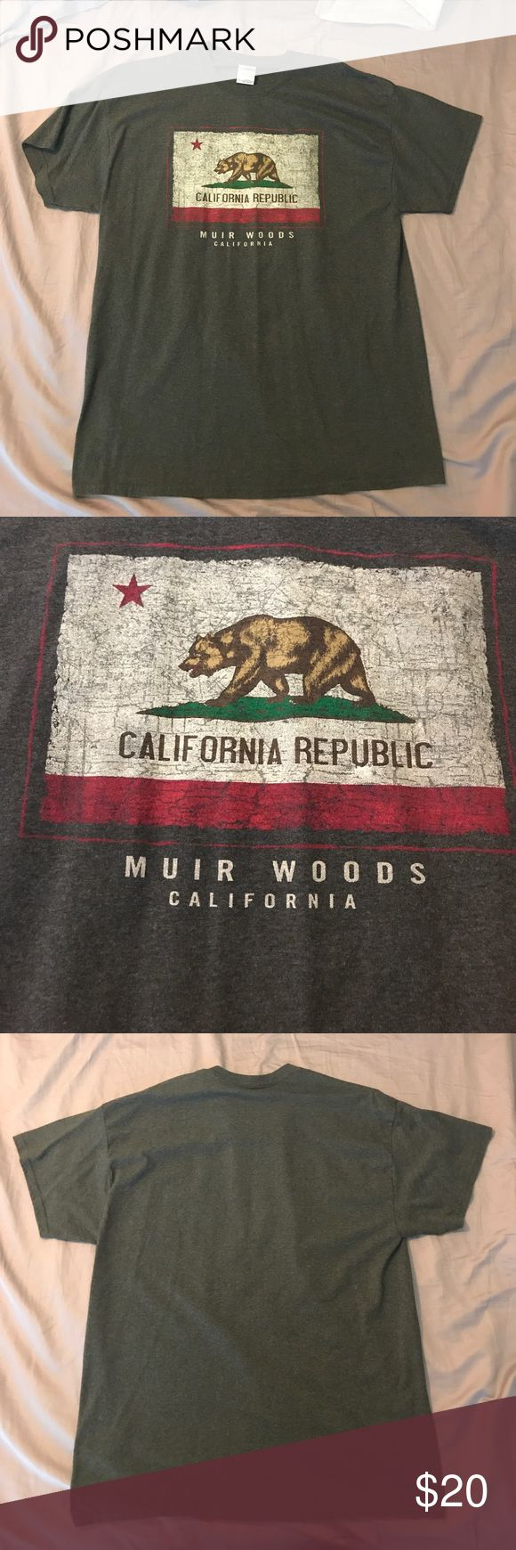 Men's California Republic Flag T-Shirt XL Washed and never worn. California Flag graphic, distressed, Muir Woods, dark charcoal grey heather t-shirt. Gildan Shirts Tees - Short Sleeve