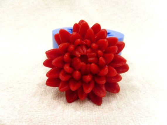 C'est un moule en silicone pour fabrication de bougies et au savon. Taille/poids de savon fini approximatif: 6,5 x 6,5 x 3 cm / 46 gr. Couleur de la moisissure peut différer. Jai combiner lexpédition !  Nhésitez pas à poser toutes les questions.