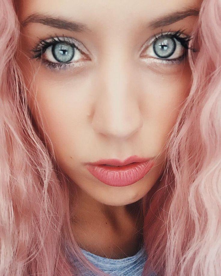 tired  ps. Ho dimenticato il labbro superiore a casa  #chiaralosh #MFW #makeup  Eye-liner bianco @collistarbeauty #parlamidamore