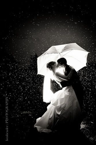 a kiss in the rain I wanna do this for pre-wedding photos