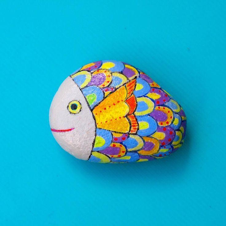 さかな #魚 #石 #石ころ #作品 #絵 #絵画 #アート #石ころアート #stone #blue #sea #fish #art #stoneart  #stonepainting #paintedstones #illustration