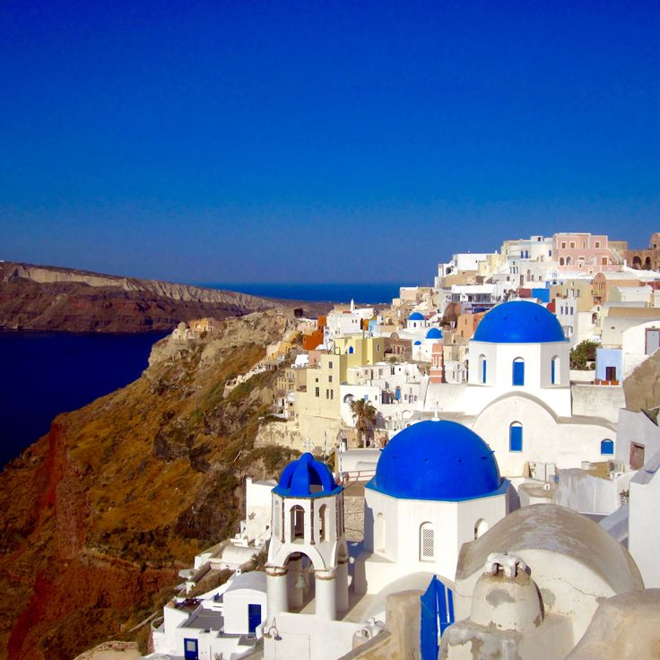 After spending 10 days in Greece, here is my 10 day itinerary. This guide helps allocate your time in Athens, Santorini, and Mykonos cities.