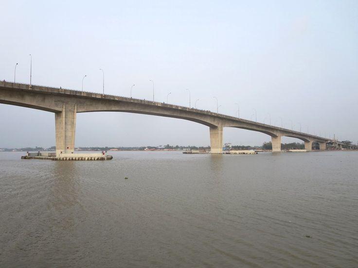 The 1.6-kilometer Khan Jahan Ali Bridge over the Rupsa River at Khulna, Bangladesh, opened in 2005.