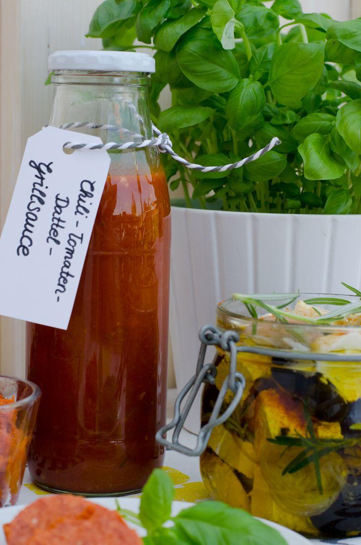 Rezept für leckere Grillsauce mit Datteln, Tomaten und Chili zum Grillen