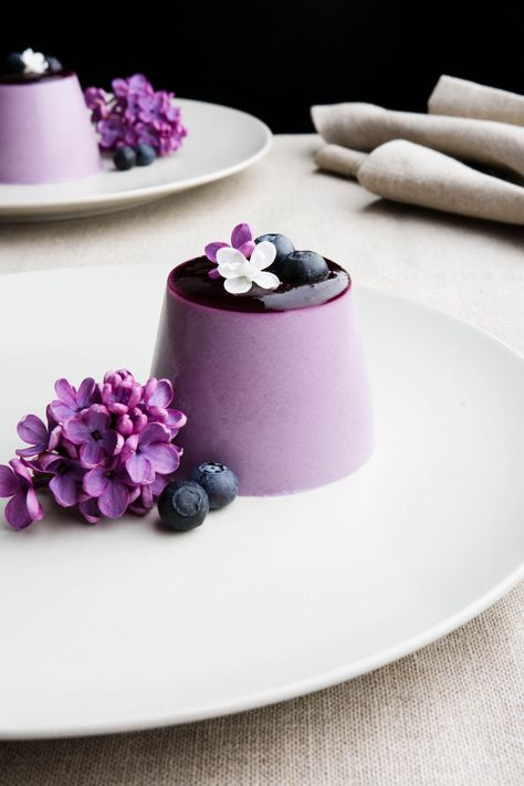 Blueberry and lilac syrup panna cotta. So elegantly beautiful. #flower_desserts #Mothers_Day