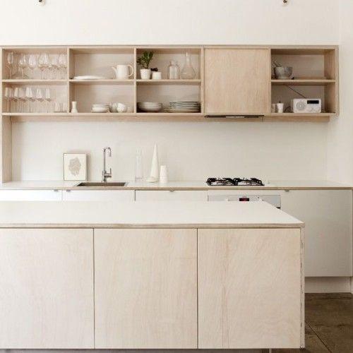 Multiplex is niet alleen geschikt om meubels uit te maken. Je kan er bijvoorbeeld evengoed je muren of een volledige kamermee bekleden.  Maar niet alleen dat. Het