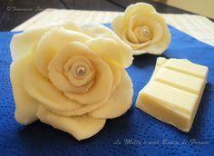 Le rose di cioccolato plastico sono dei fiori realizzati, come lo stesso nome dice, con del cioccolato plastico.