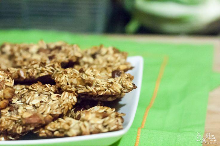 Cortando no açúcar e no chocolate e acrescentando frutos secos, o resultado são umas deliciosas e saudáveis bolachas