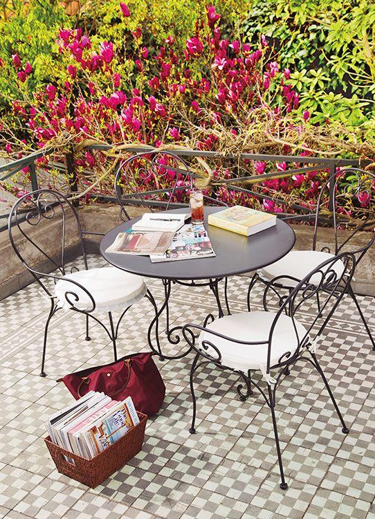 Reencuéntrate con tu tiempo de lectura y disfruta de tu terraza. #airelibre #terrazas #balcones #easytienda #tiendaeasy #Terrazas2016 #Easy
