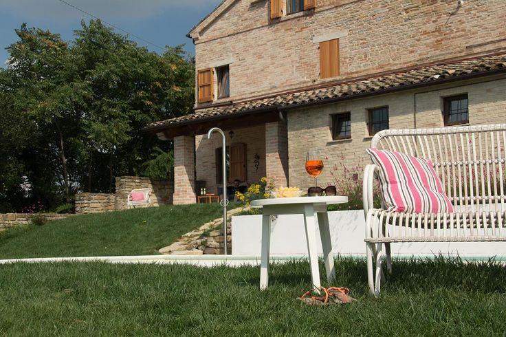 Een vakantiehuis huren in Le Marche, Italië? In Villa Fiore proeft u het echte Italiaanse leven. Comfortabel, hoogwaardige afwerking, design meubels, prive zwembad en een prachtig uitzicht! Vakantiehuis Villa Fiore ligt een half uur van de kust en bergen. Boek nu snel!