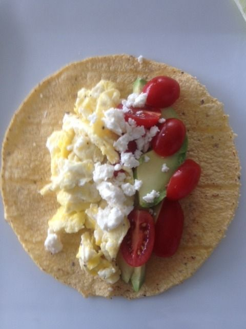 Clean Eating Breakfast Tortilla // only takes 5 minutes to make, 189 calories, 9 grams protein via Clean Eating Magazine #healthy #fastfood