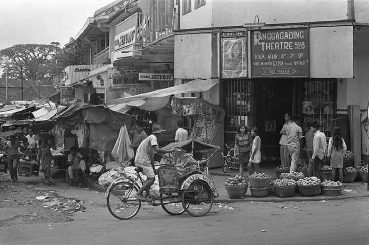 Suasana pertokoan di Bogor, 1960-1970