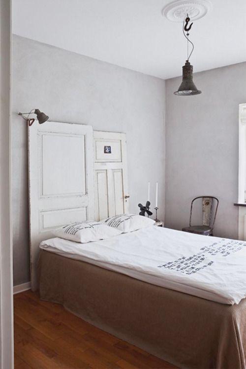Une tête-porte de lit