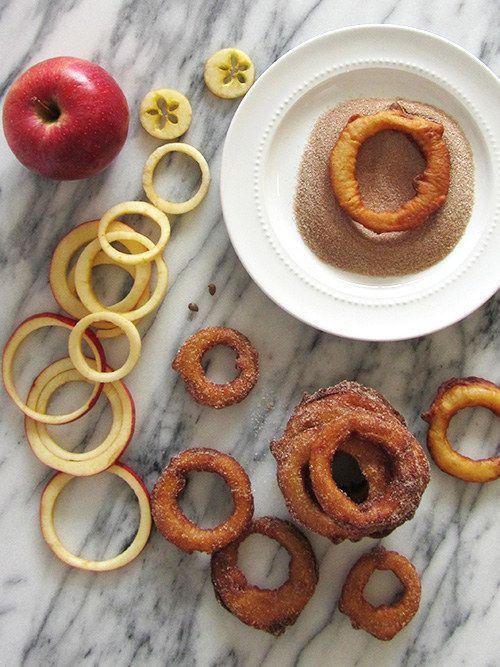 Más manzanas divertidas: fríe estos anillos de manzana con canela.   23 bocadillos fáciles (en serio) que tus hijos amarán