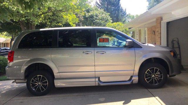 Dodge Grand Caravan Sxt Extremely Low Miles Excellent Condition
