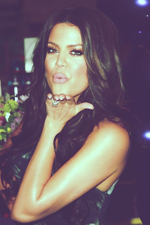 Hair and makeup: Khloe Kardashian, Hair Colors, Dark Hair, Khloekardashian, Eye Makeup, Hairmakeup, Pink Lips, Hair Makeup, Hair And Makeup