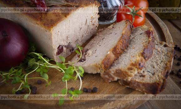 Pasztet z boczku i wątróbki. 1 kg surowego boczku 10 dag wątróbki drobiowej 2 cebule sól pieprz Vegeta