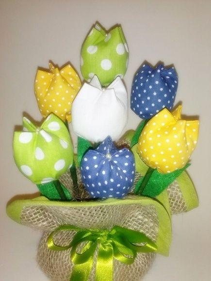 Feito em juta e tulipas de tecido 100% algodão. Nas cores da bandeira nacional. Ótimo para decoração. Frete via PAC ou SEDEX com desconto. R$ 18,90