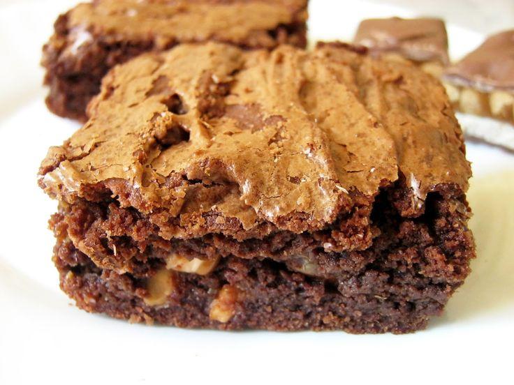 Szofi ajánlotta nekem ezt a receptet egy angol nyelvű oldalról . Mondanom sem kell, hogy isteni lett, mint a legtöbb brownie.:) A karamell...