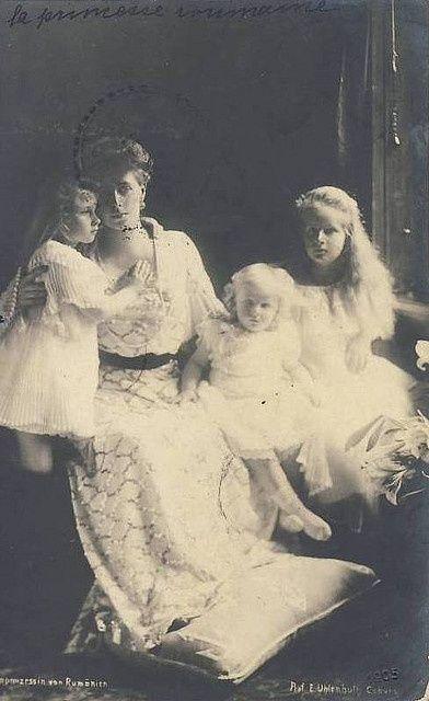 Queen Marie of Romania, Princess Elisabeth, Princess Marie (Mignon), and Prince Nicholas