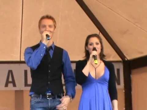 Szinetár Dóra & Bereczki Zoltán - The Lion Sleeps Tonight - YouTube