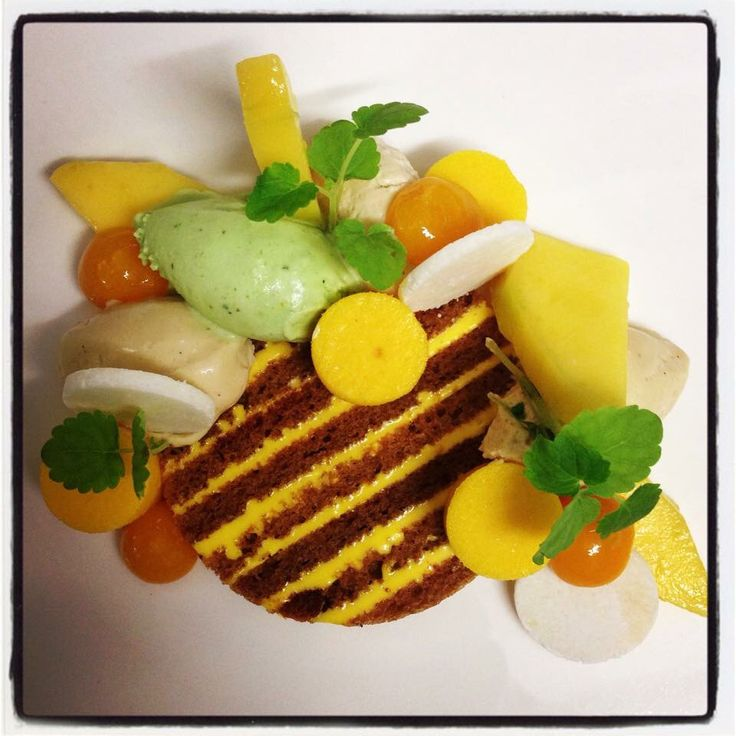 Marbre van mango met dragon roomijs Carmel creme en gemarineerde mango