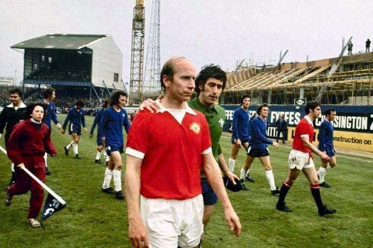 Bobby Charlton S Last Professional Game At The Bridge Manchester United Legends Bobby Charlton Manchester United