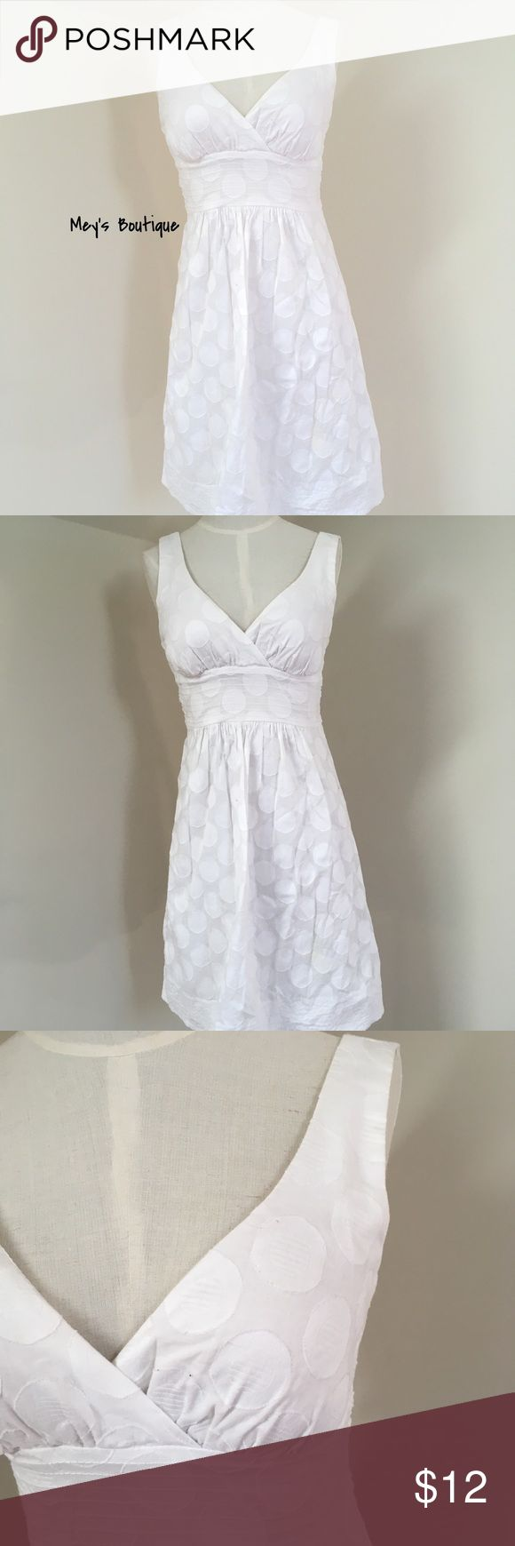 ⭐️B.Smart White Elegant Midi Dress Size 6⭐️ ⭐️B.Smart White Elegant Midi Dress Size 6⭐️ Minor signs of usage but overall in good condition! Perfect for a wedding. Next day shipping. Ties in the back. All sales are final. b.smart Dresses Midi