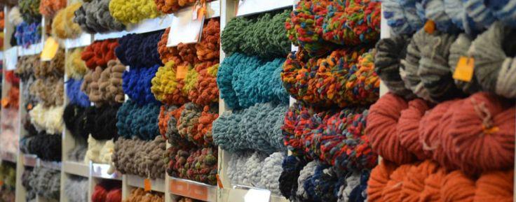 MOUSSA - HILADOS Y TEXTILES   Una empresa con más de 60 años de trayectoria en el mercado nacional de lanas y textiles.