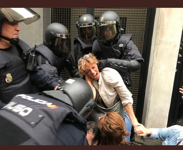 La premsa estrangera, dirigents europeus i organismes internacionals han condemnat la violència brutal que la Guardia Civil i la Policia nacional va exercir ahir davant escoles i col·legis electorals a Catalunya.