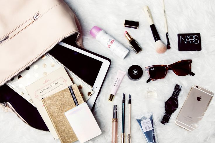 "athalietom: ""http://thechrisellefactor.com/2015/02/whats-in-my-bag/ """