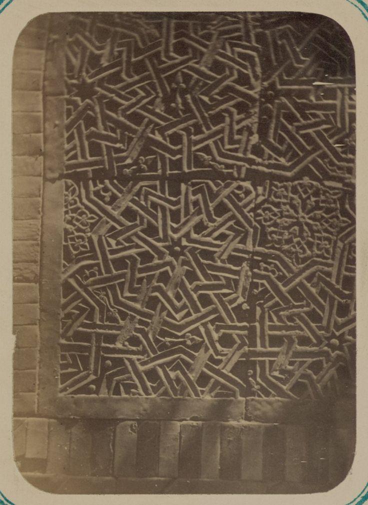 Antigüedades de Samarcanda. Sepulcro de san Kusam-ibn-Abbas (Shah-i Zindah) y mausoleos adyacentes. Mausoleo de Akhmad Khodzha. Detalle del panel interno de la hornacina en arco — Visor — Biblioteca Digital Mundial