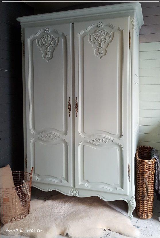 Een prachtige Queen Anne kledingkast voor de Babykamer in Mint Groen