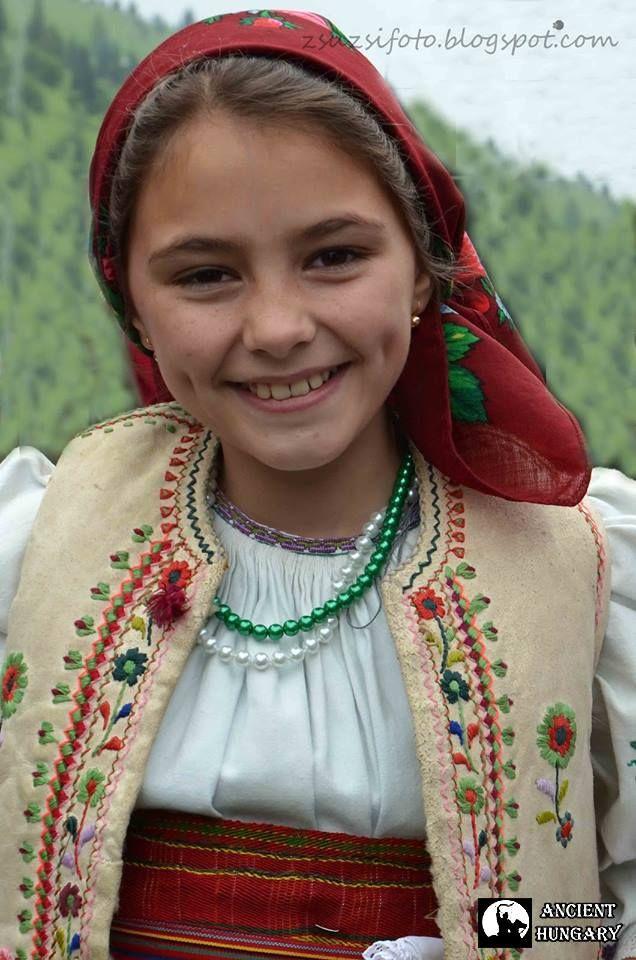 csángó-hungarian girl ... love the dimples!