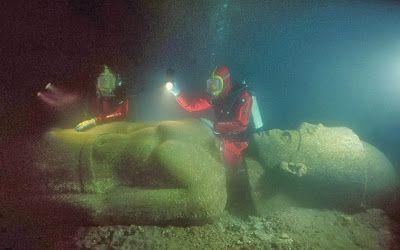 Una escultura de granito rojo de una reina ptolemaica.