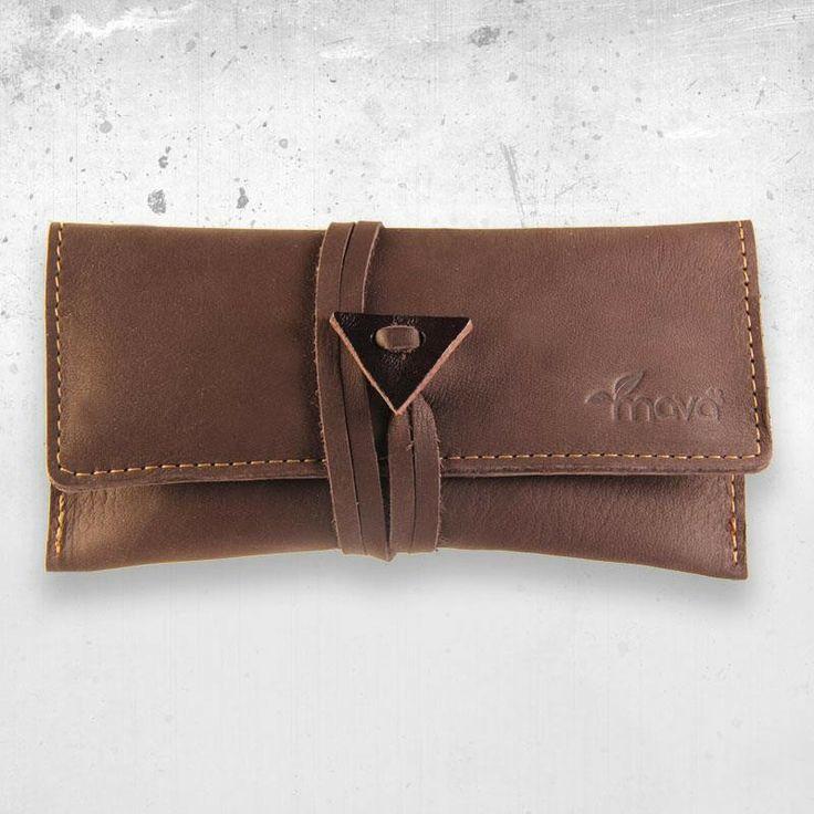 Portatabacco in pelle di Brown Velvet. http://www.makehandbuy.com/abbigliamento/accessori/portafogli/portatabacco-in-pelle-brown-velvet.html
